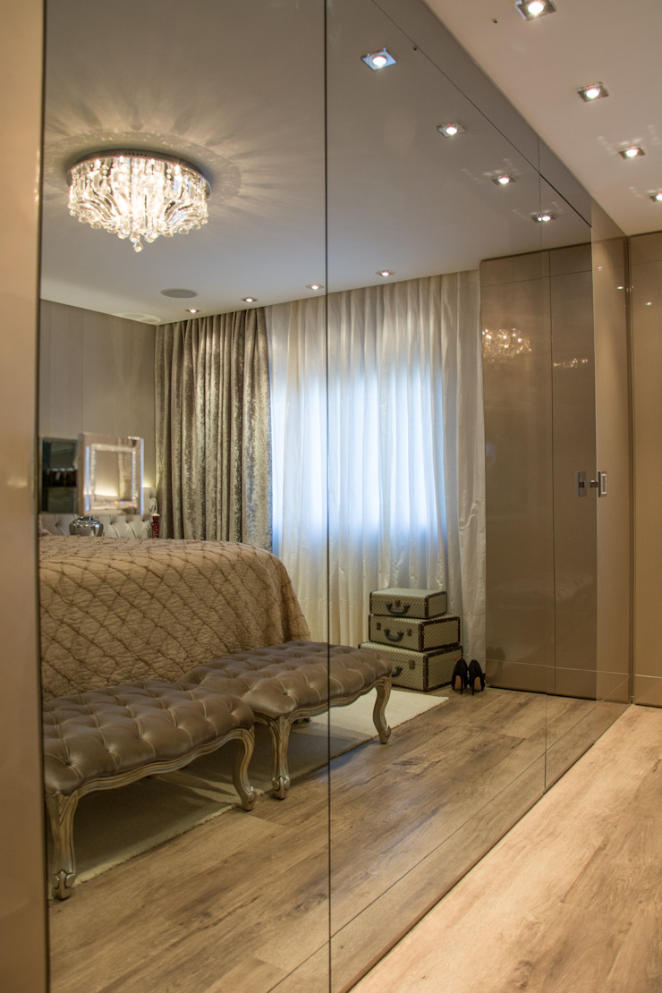 Classic style bedroom by Michele Moncks Arquitetura Classic