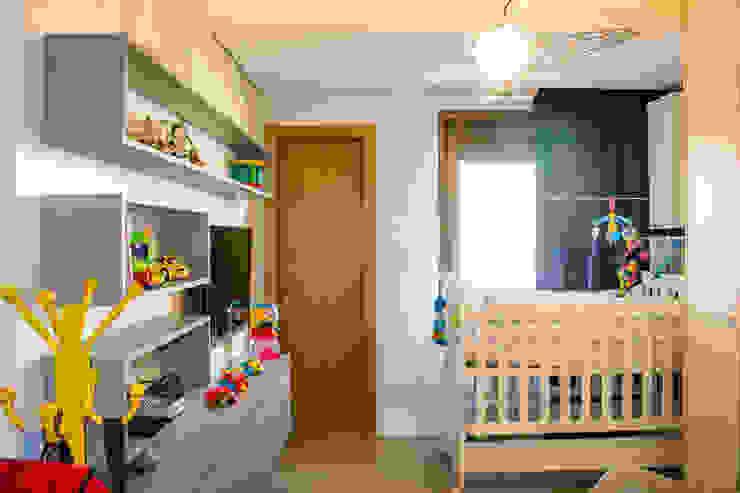 Michele Moncks Arquitetura Classic style nursery/kids room