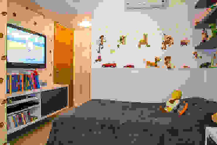 Michele Moncks Arquitetura Modern nursery/kids room