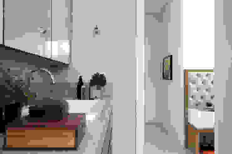 Amanda Carvalho - arquitetura e interiores Kamar Mandi Modern Granit