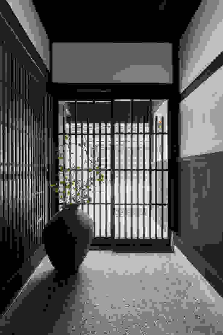 玄関 の Hayashi Kenchiku-sekkeikoubo