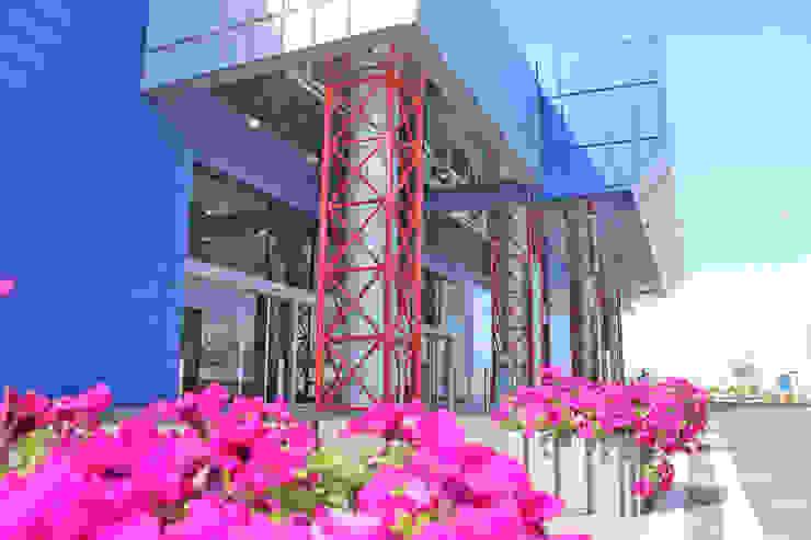 Экстерьер III-очереди строительства ТРЦ КАРАВАН Дома в стиле минимализм от GP-ARCH Минимализм