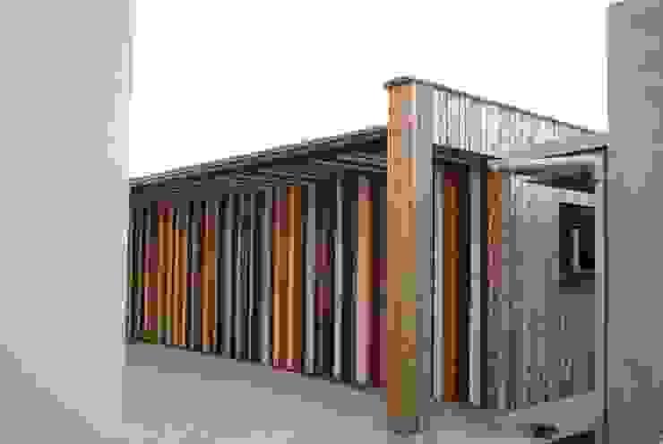Nebengebäude in Holz Moderne Garagen & Schuppen von Glanzer ZT GmbH Modern