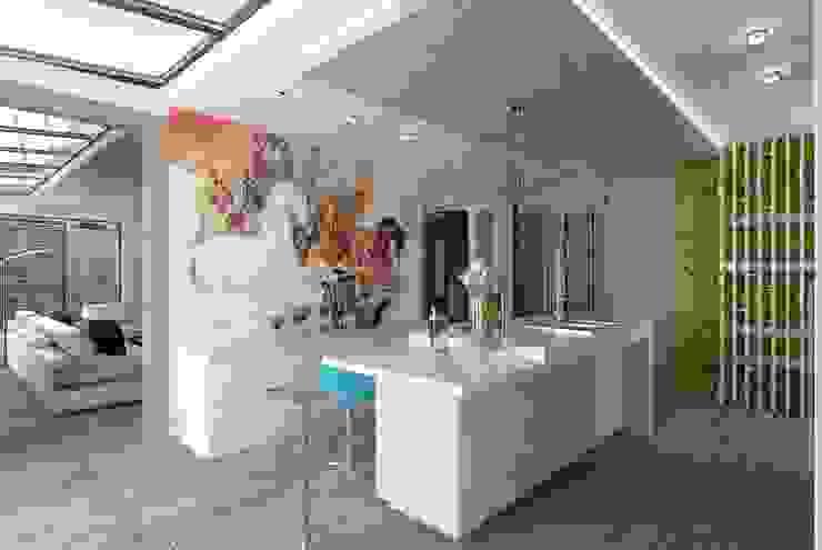 Cocinas de estilo minimalista de Студия дизайна Натали Хованской Minimalista