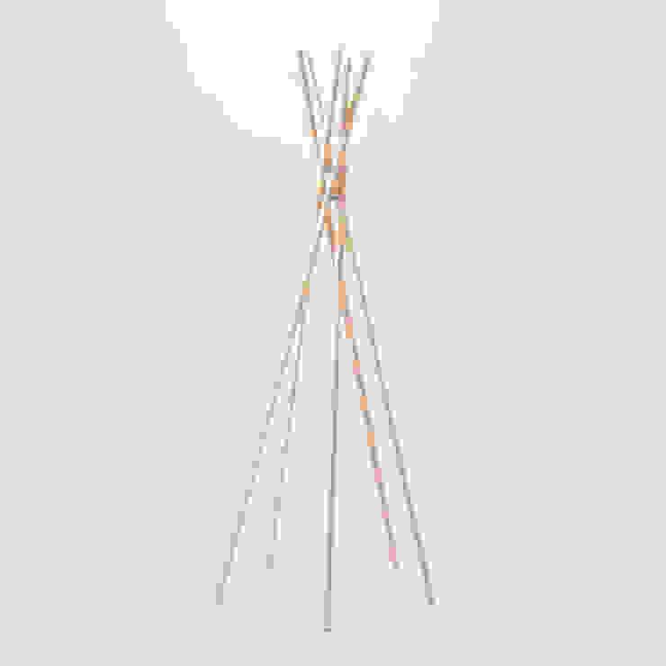 PVCS - Coat Hanger: abode Co., Ltd.が手掛けたミニマリストです。,ミニマル