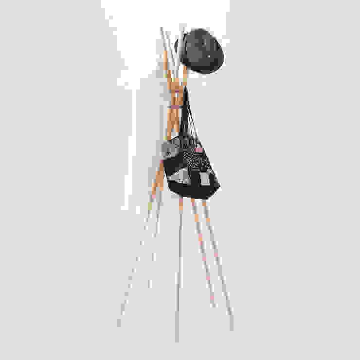 PVCS – Coat Hanger: abode Co., Ltd.が手掛けたミニマリストです。,ミニマル