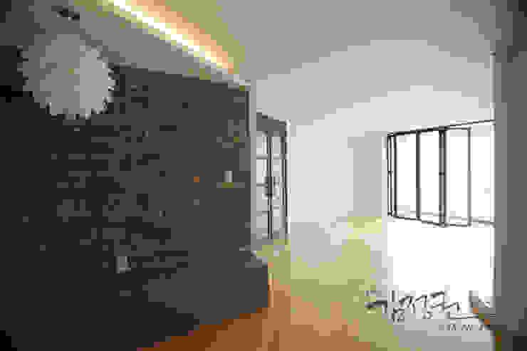 Phòng giải trí phong cách hiện đại bởi 김정권디자이너 Hiện đại MDF
