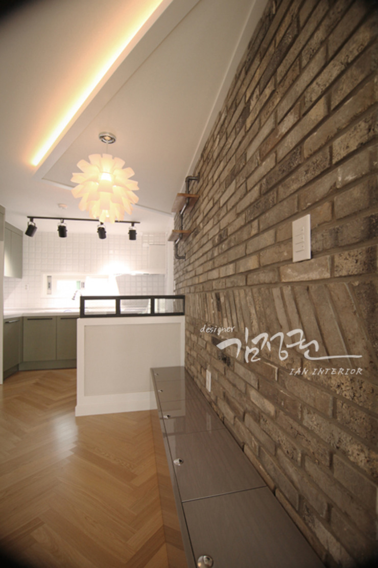 Industrial style dining room by 김정권디자이너 Industrial Bricks