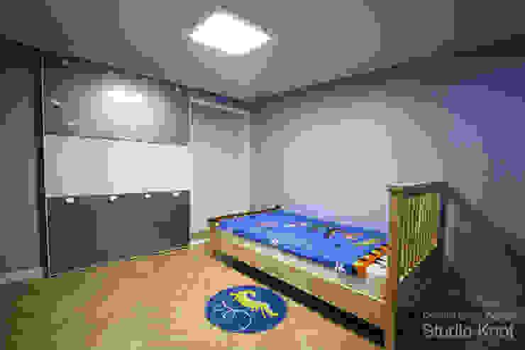 Scandinavian style nursery/kids room by homify Scandinavian