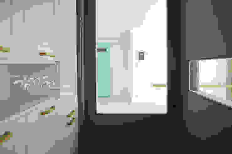 김정권디자이너 Modern Corridor, Hallway and Staircase Marble Grey