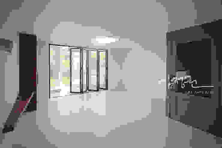 김정권디자이너 Modern Dressing Room MDF White