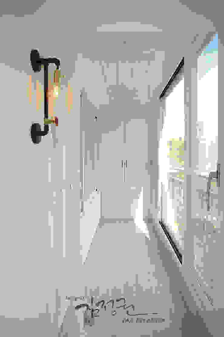Balcone, Veranda & Terrazza in stile moderno di 김정권디자이너 Moderno Laterizio