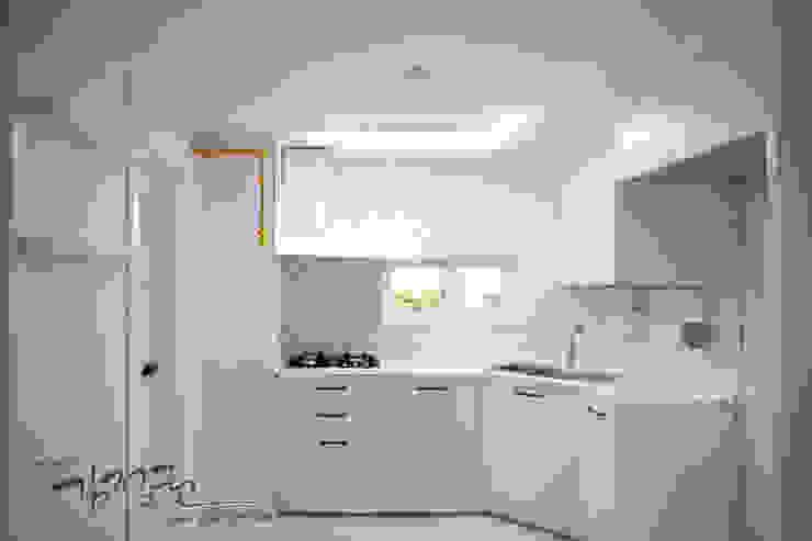 김정권디자이너 Modern Kitchen Bricks White