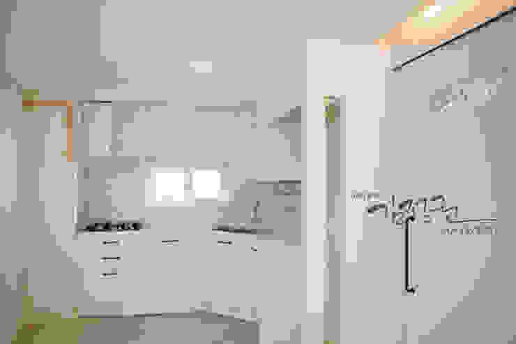 Modern kitchen by 김정권디자이너 Modern Porcelain