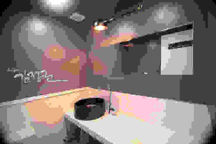 김정권디자이너 Modern Bathroom Porcelain Black