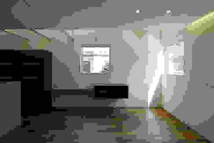 house in saitama ミニマルデザインの リビング の 株式会社廣田悟建築設計事務所 ミニマル