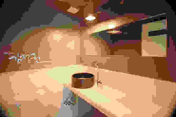 산호 아파트 모던스타일 욕실 by 김정권디자이너 모던 도자기