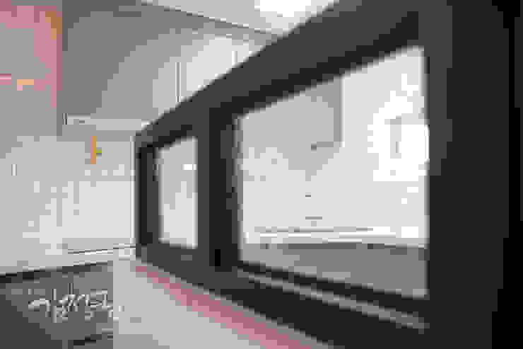 한빛 아파트 모던스타일 주방 by 김정권디자이너 모던 벽돌