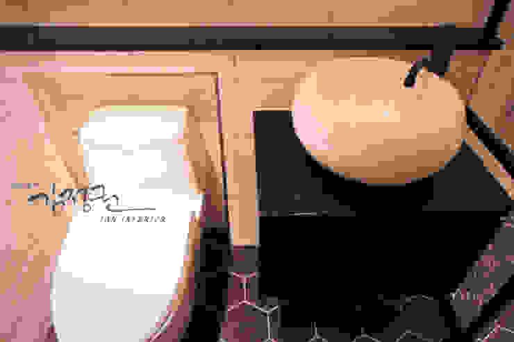 한빛 아파트 모던스타일 욕실 by 김정권디자이너 모던 모피 화이트