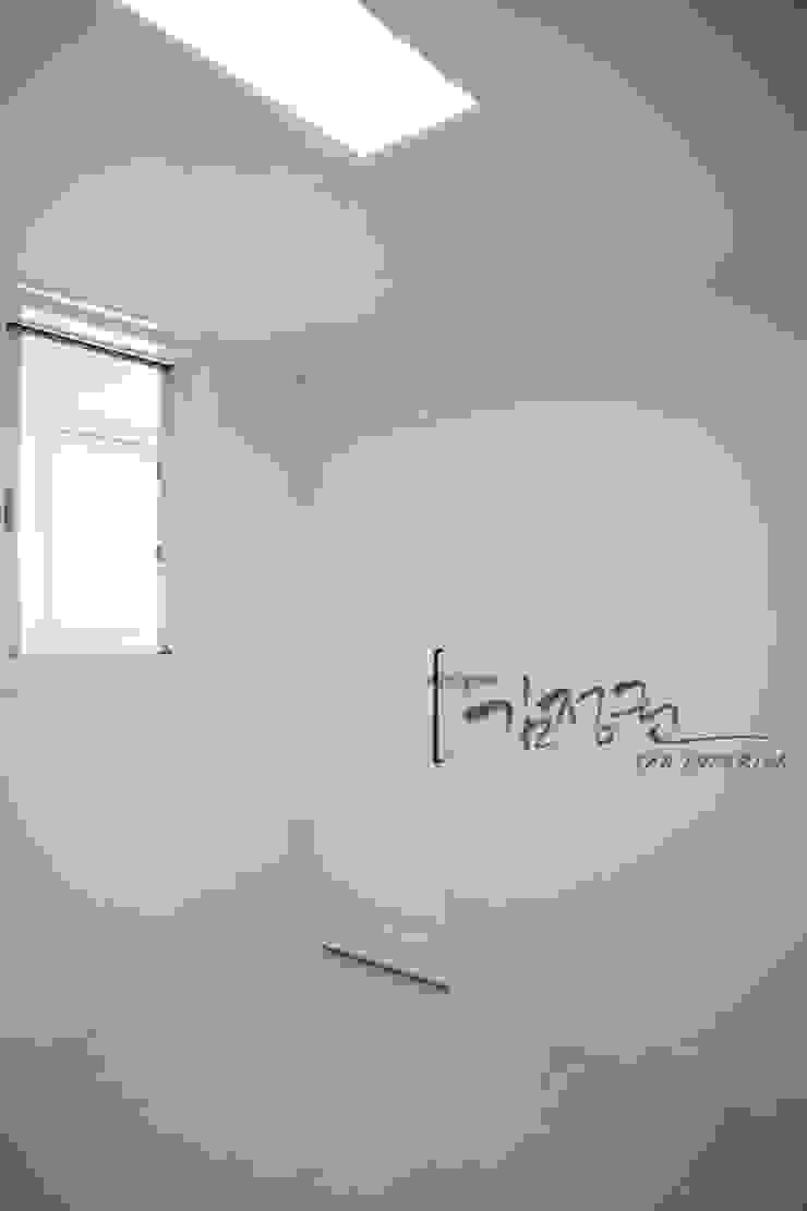 한빛 아파트 모던스타일 발코니, 베란다 & 테라스 by 김정권디자이너 모던 MDF