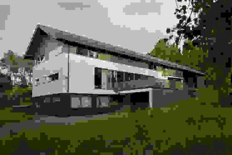Minimalist house by Biuro Studiów i Projektów Architekt Barbara i Piotr Średniawa Minimalist
