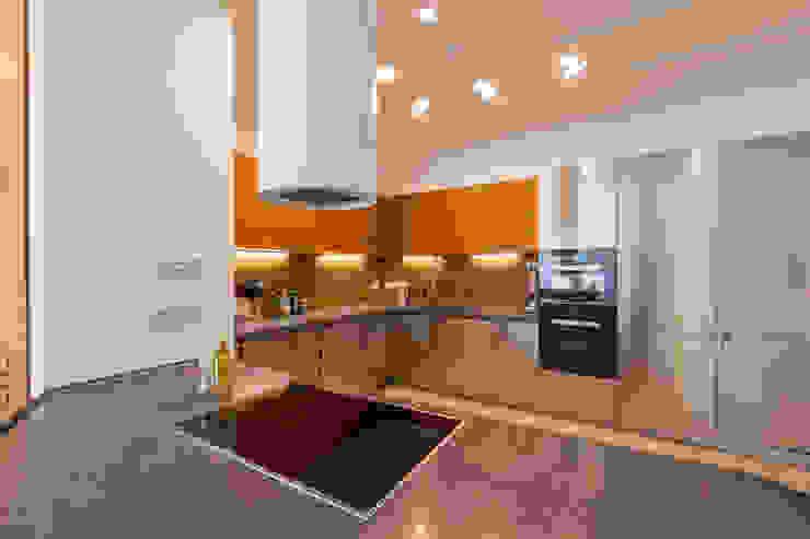 Квартира в современном стиле Кухня в классическом стиле от ARTteam Классический