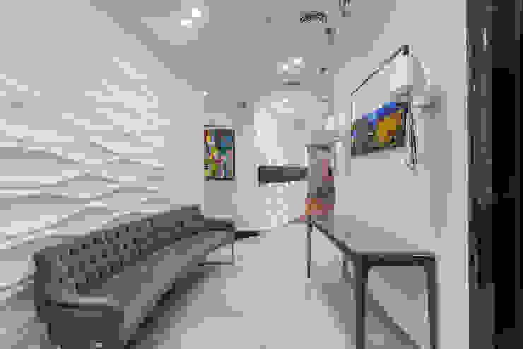 Квартира в современном стиле Коридор, прихожая и лестница в классическом стиле от ARTteam Классический