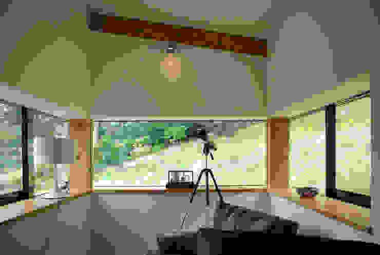 Twinneys Modern living room by Designscape Architects Ltd Modern