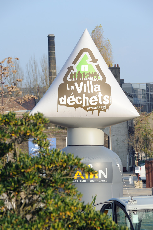 Villa Déchets à Nantes -Frederic Tabary- Fenêtres & Portes originales par Frédéric TABARY Éclectique Plastique