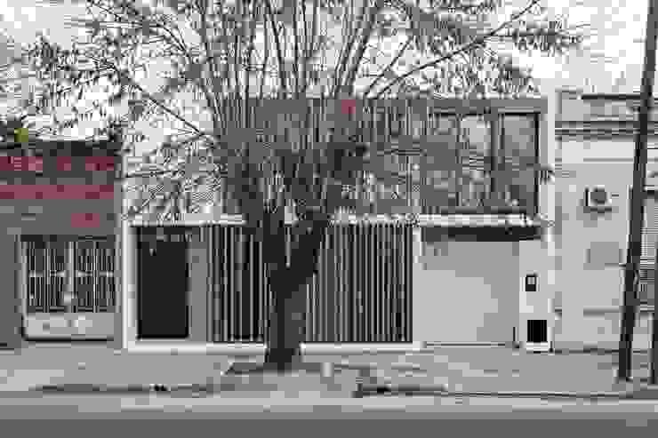 Casas modernas por SMF Arquitectos / Juan Martín Flores, Enrique Speroni, Gabriel Martinez Moderno