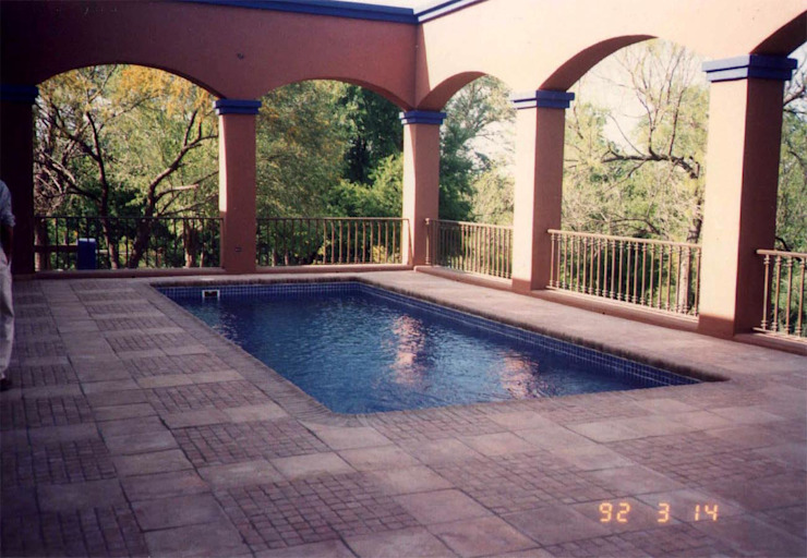 Modern pool by Moya-Arquitectos Modern