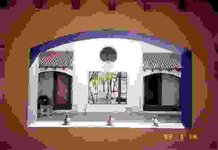 Casas de estilo moderno de Moya-Arquitectos Moderno