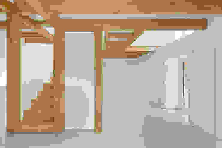 Phòng khách phong cách đồng quê bởi Corpo Atelier Đồng quê Gỗ Wood effect