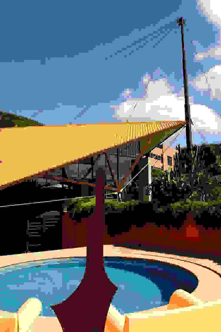 Vista da Piscina Piscinas modernas por Carlos Bratke Arquiteto Moderno