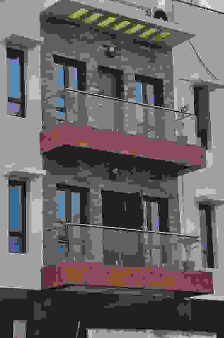 Dr.Z.S.'s Residential House Modern balcony, veranda & terrace by DESIGNER GALAXY Modern