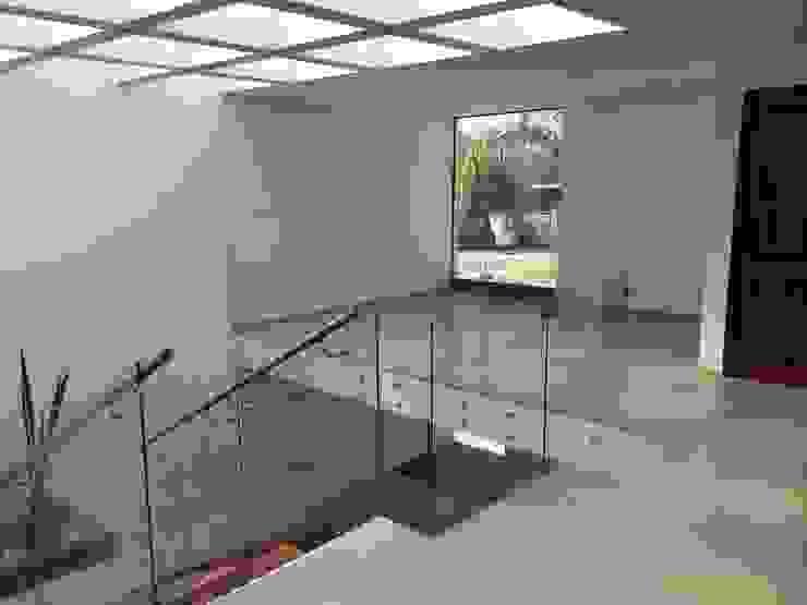Estudio Estudios y despachos modernos de Ambás Arquitectos Moderno