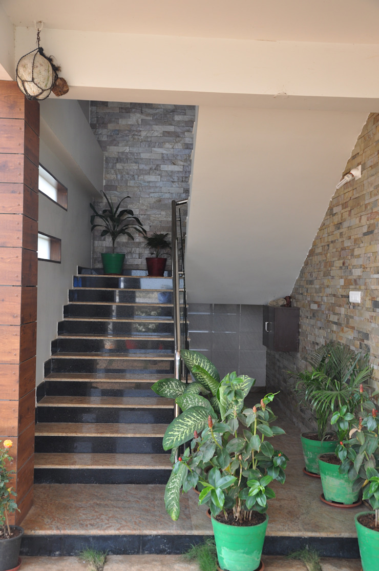 Dr.Z.S.'s Residential House Modern corridor, hallway & stairs by DESIGNER GALAXY Modern