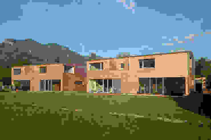 Gartenansicht Moderne Häuser von Steinkogler Aigner Architekten Modern Holz Holznachbildung