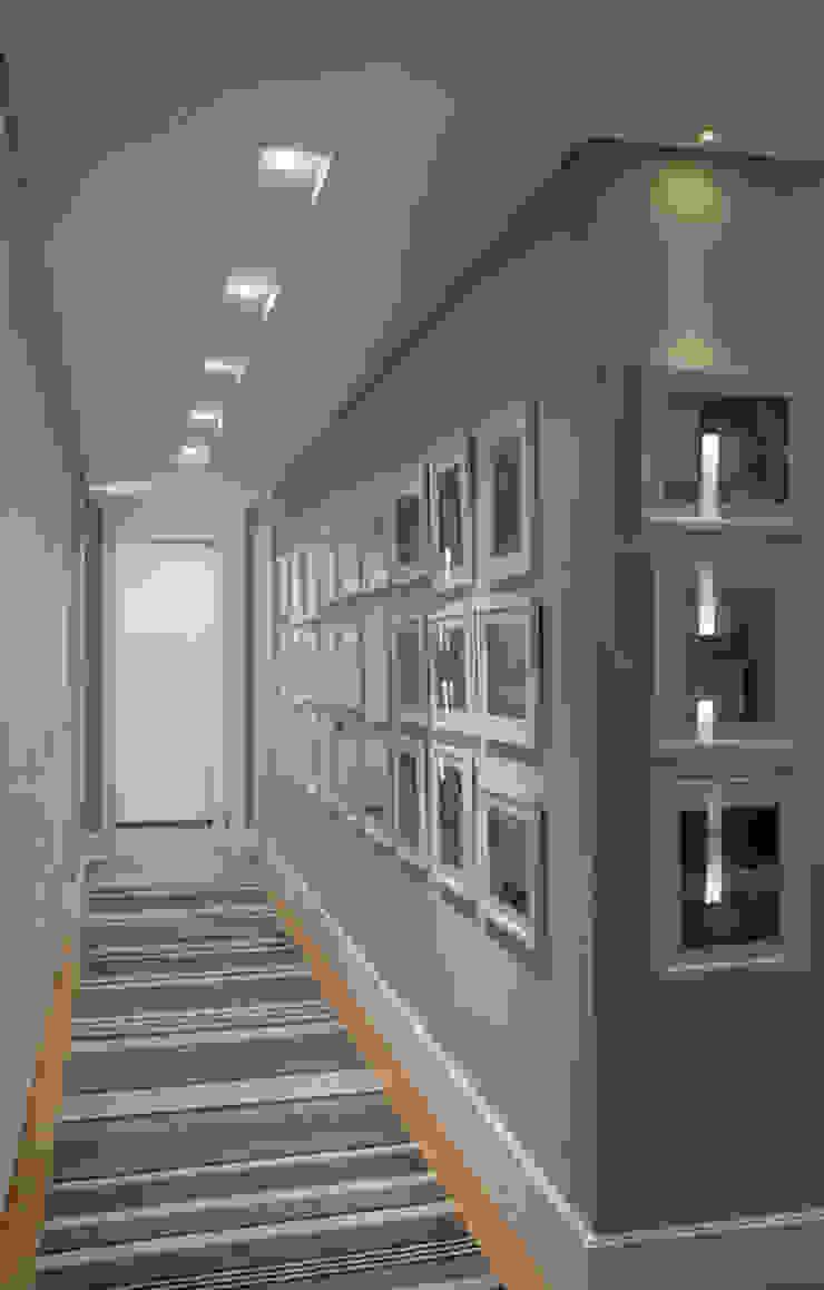 Apartamento Higienópolis 2 Corredores, halls e escadas modernos por Marcelo Rosset Arquitetura Moderno