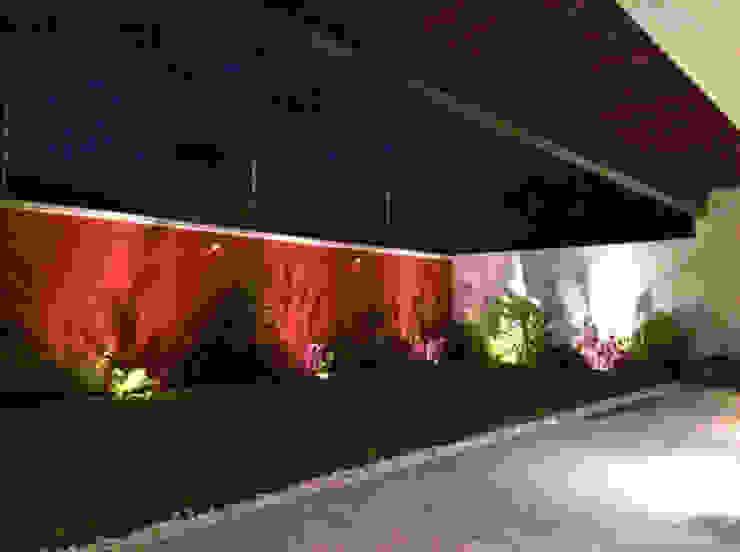Jardín Jardines modernos de Ambás Arquitectos Moderno