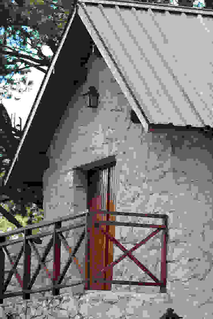 Rustikaler Balkon, Veranda & Terrasse von Susana De Angeli Rustikal Stein