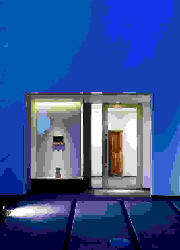 Puertas y ventanas de estilo asiático de 髙岡建築研究室 Asiático Madera Acabado en madera