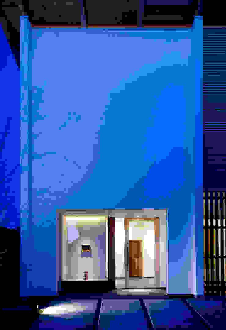 Casas de estilo asiático de 髙岡建築研究室 Asiático
