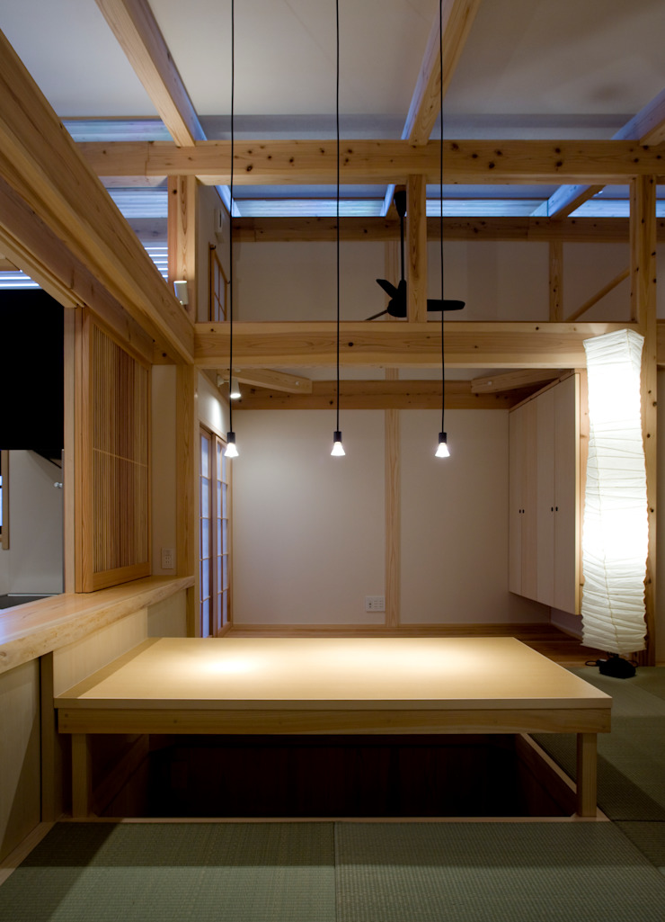 Asian style dining room by 髙岡建築研究室 Asian Wood Wood effect