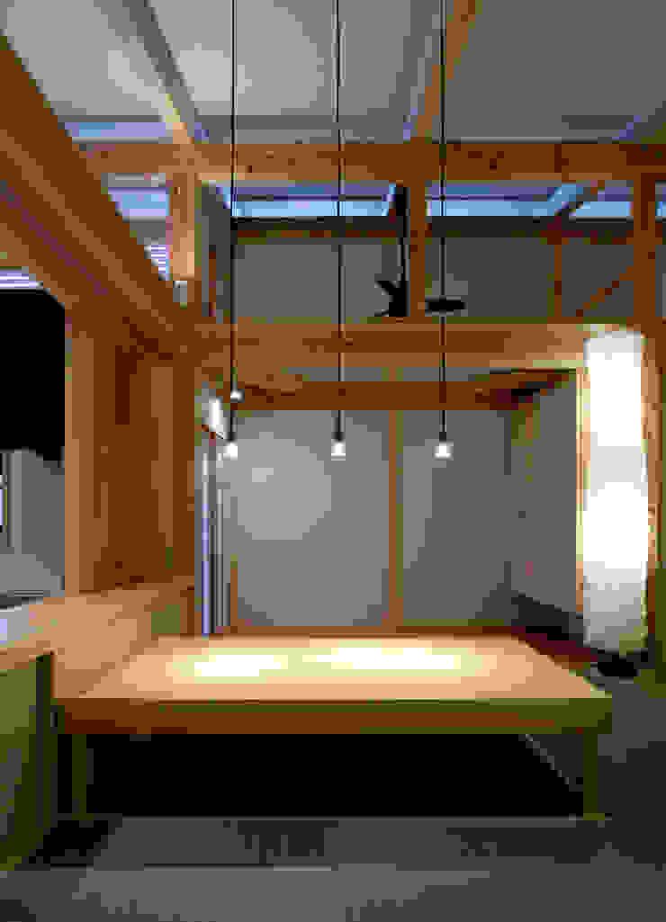 saijo house 和風デザインの ダイニング の 髙岡建築研究室 和風 木 木目調