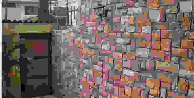 FACHALETA PARA EXTERIORES DE CASA Casas de estilo clásico de homify Clásico
