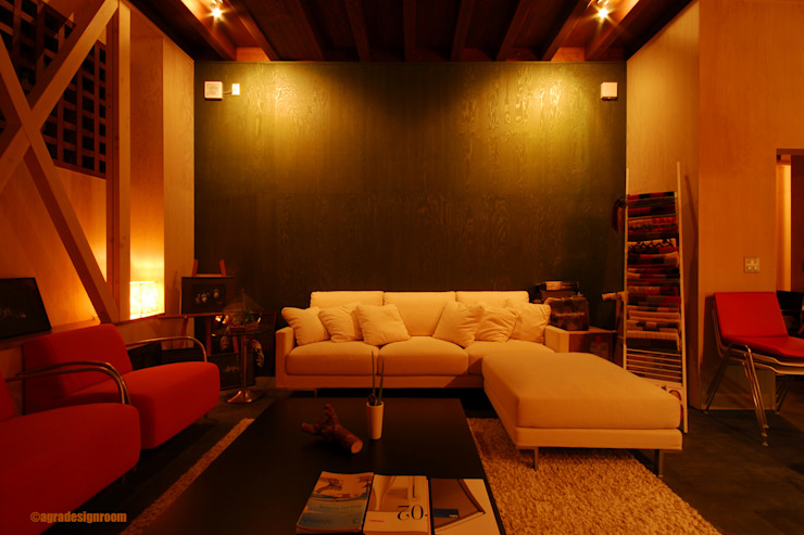 明かりを抑えた部屋の価値: アグラ設計室一級建築士事務所 agra design roomが手掛けた現代のです。,モダン