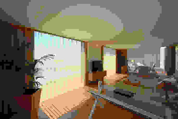 Salon minimaliste par 3H _ Hugo Igrejas Arquitectos, Lda Minimaliste