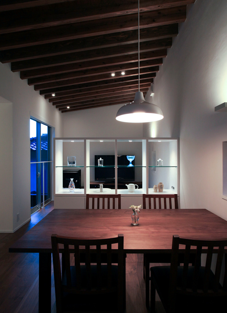 higashino house モダンデザインの ダイニング の 髙岡建築研究室 モダン