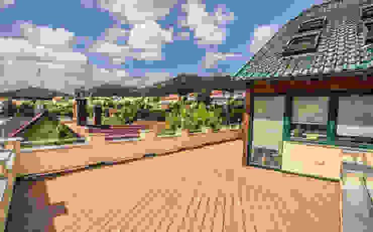 Unterweissenbach, Autriche en Legacy Balcon, Veranda & Terrasse rustiques par TimberTech Rustique